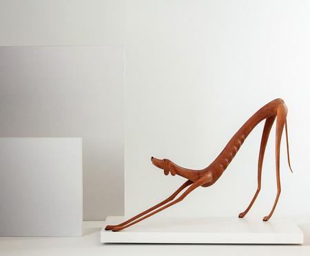 Escultura Cachorro com Preguiça - Marrom | WestwingNow