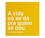 Placa de Madeira Estampada A Vida Só Se Dá Pra Quem Se Deu | WestwingNow