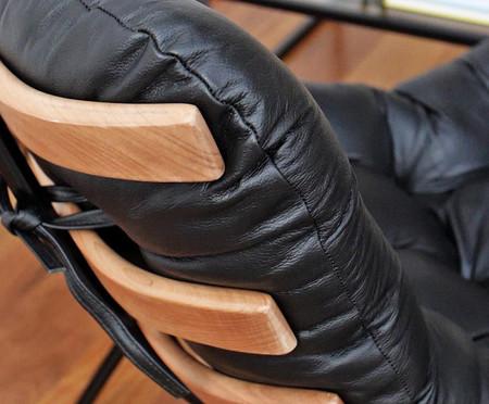 Poltrona Costela com Massageador e Pufe em Couro - Areia e Preta | WestwingNow